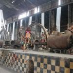 Penampilan Seniman Papua pada pertunjukan Pesta Budaya bertajuk 'Fabriek Fikr di pabrik Gula Colomadu - foto: Djoko Judiantoro
