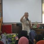 Gubernur Jawa Tengah di hadapan para mahasiswa Fak.Pertanian UNS Surakarta. Foto : Djoko Judiantoro /Koranjuri.com
