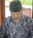 Ustad Hamim Sufyan SThi saat membaca surat klarifikasi dan tadzkiroh di ponpes Ngruki