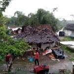 Rumah Warga Yang rusak akibat angin puting beliung./Foto: bakorlak emergency