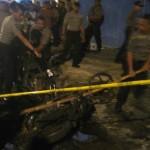 Perusakan rumah spa dan salon kecantikan di Kampung Dawung Solo oleh orang tak dikenal. Dua unit sepeda motor juga ikut dibakar - foto: Koranjuri.com