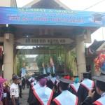 Wisuda para mahasiswa di kampus AUB Surakarta. Foto: Koranjuri.com