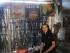 Kang Tris ana sanggar lukis grajen/Foto : koranjuri basa jawa