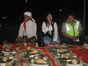Ketua Projo bersama dengan warga menggelar kenduri : foto: koranjuri.com