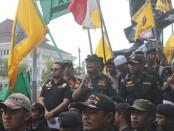 Panglima Banser Jawa tengah pada saat berorasi di Bundaran Gladag. Foto: Koranjuri.com