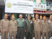 Kol Inf.mArris Syamsu bersama para veteran