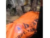 Jenasah korban Wafek (12 ) saat dievakuasi