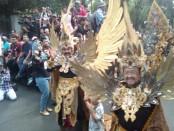 Pawai pembukaan Solo Batik Carnival (SBC) ke-10. Event tahunan ini menjadi agenda rutin dalam kalender wisata di Kota Solo - foto: Djoko Djudiantoro/Koranjuri.com