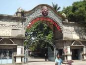 gerbang taman sriwedari
