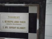 Prasasti makam Jaka Tarub di Desa Tarub/foto:koranjuri.com
