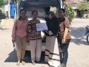Keterangan foto: Karangtaruna Permadisari sumbang bantuan kepada korban bencana di Palu. Yang di terima oleh perwakilan dari kelompok mahasiswa klaten UNS Surakarta yang akan membawa bantuan ke Palu./foto:koranjuri.com